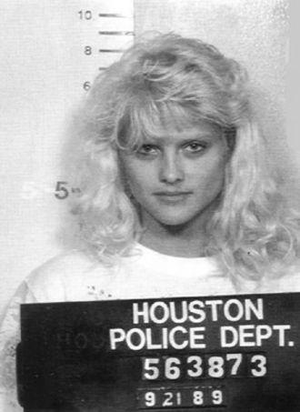 Zengin ve bir ayağı çukurda bir koca bulmadan hemen önce Anne Nicole Smith.